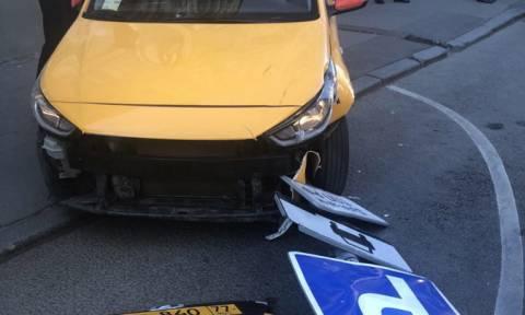 Μόσχα: Τον πήρε ο ύπνος στο τιμόνι τον οδηγό του ταξί που έπεσε πάνω σε πλήθος