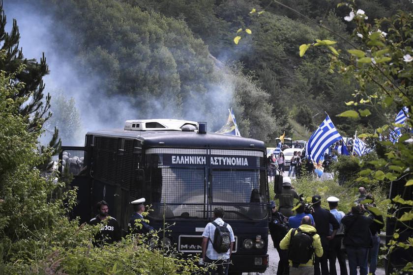 Πρέσπες: Νέα ένταση και χημικά μεταξύ διαδηλωτών και αστυνομίας (pics&vids)