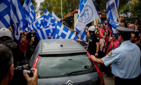 Στον ανακριτή ο Σώρρας - Πλήθος υποστηρικτών στο πλευρό του (pics)