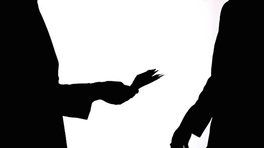Μεσσηνία: Εξεταστής «λαδώθηκε» με 10 ευρώ για να βγάλει δίπλωμα