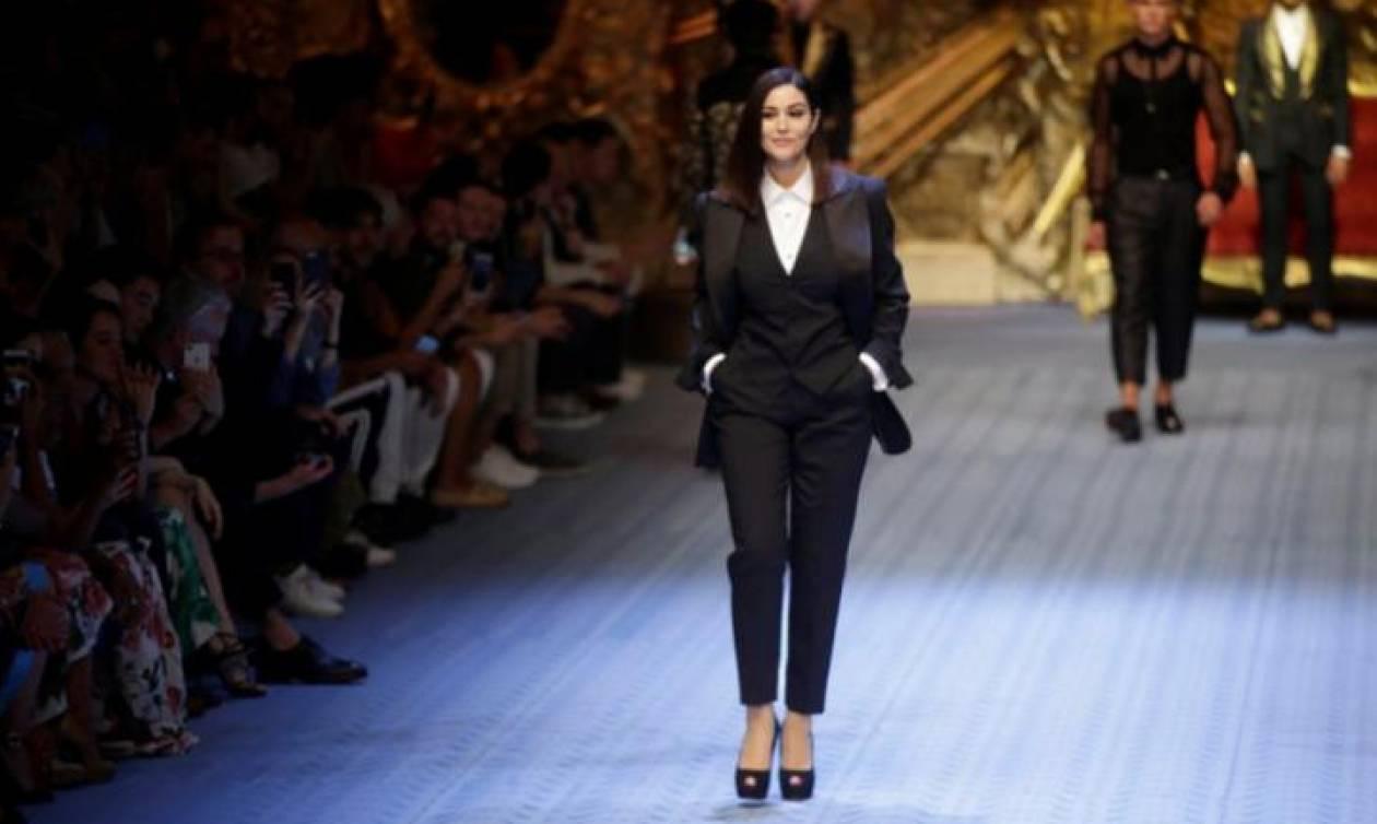 Dolce&Gabbana: Όταν η Μόνικα Μπελούτσι μηδένισε το κοντέρ στην πασαρέλα