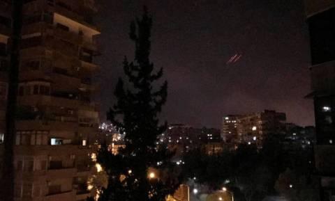 Συρία: Αεροπορικοί βομβαρδισμοί του συνασπισμού των ΗΠΑ με νεκρούς και τραυματίες