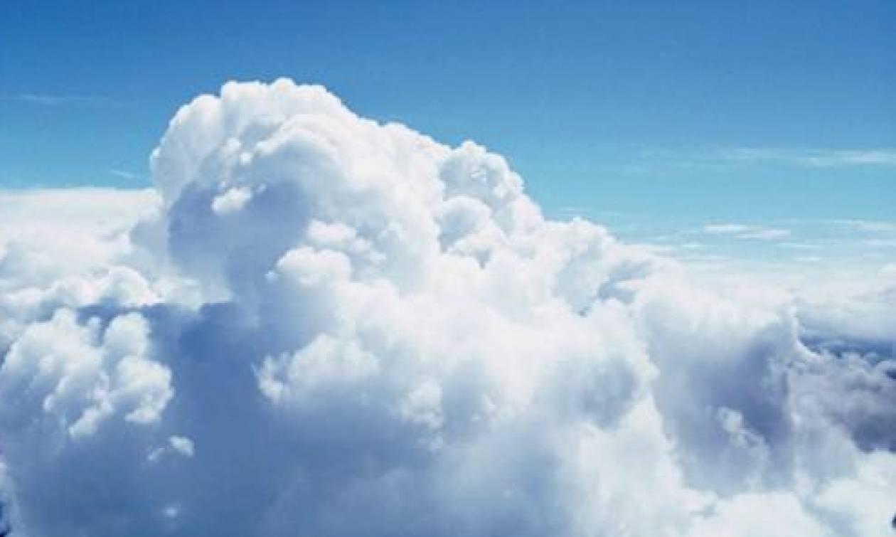 Ένα viral σύννεφο σαν... χριστουγεννιάτικο δέντρο πάνω από τη θάλασσα! (pic)