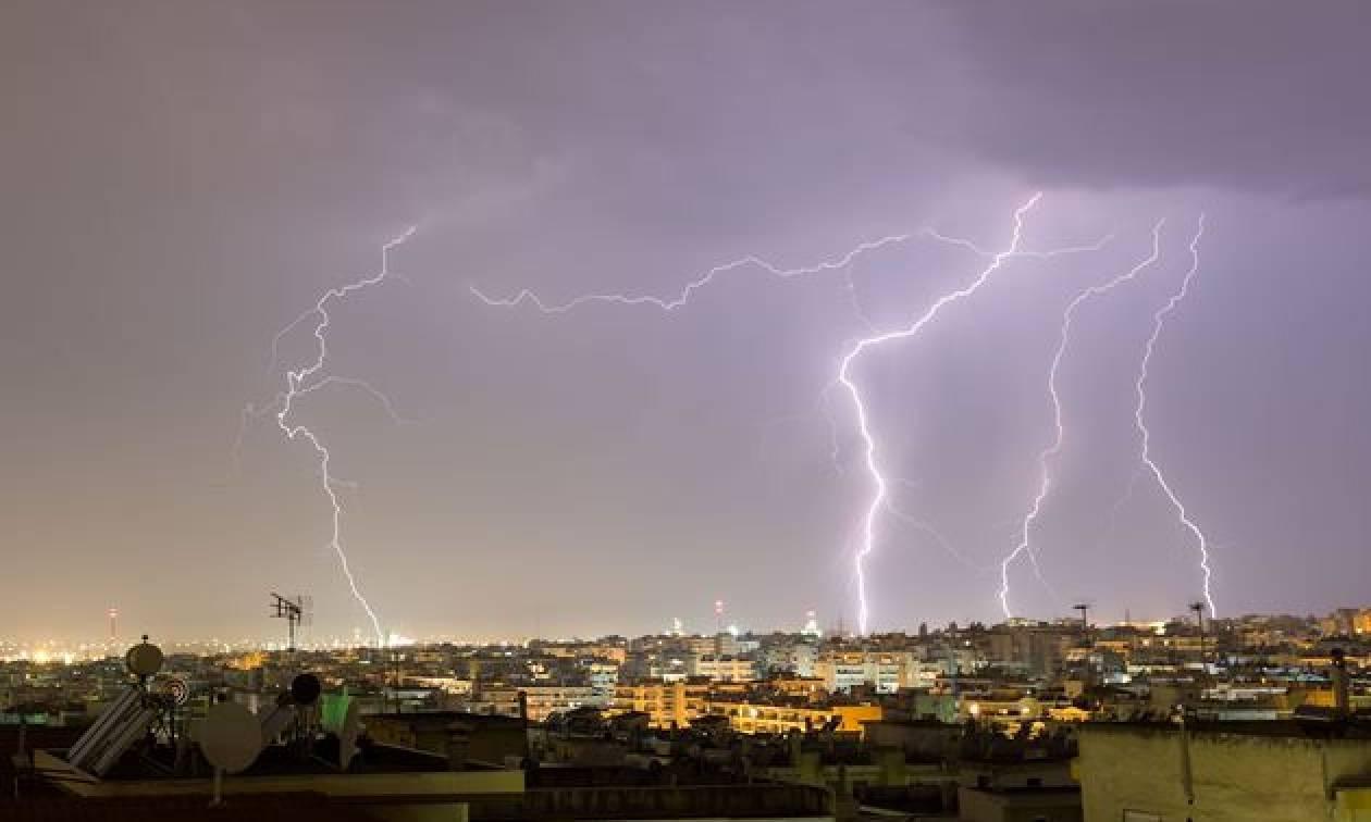 Τρομακτικό θέαμα στην Αθήνα: Μέσα σε λίγες ώρες έπεσαν 1.000 κεραυνοί – Ο Μίνωας θα χτυπήσει ξανά