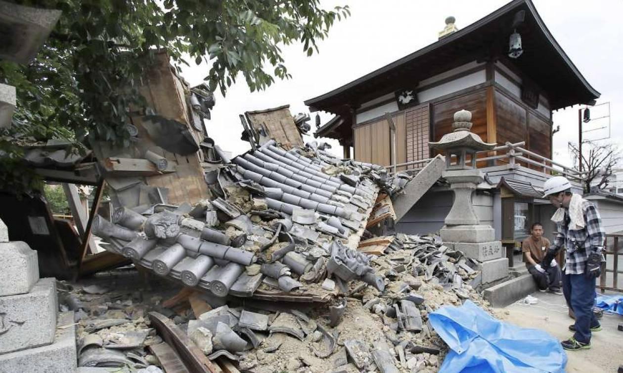 Ιαπωνία: Η στιγμή που ο φονικός σεισμός 6,1 βαθμών χτυπά την Οσάκα (vids+pics)