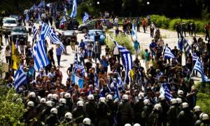 Μακεδονικό:  H «ματωμένη σημαία» που έγινε σύμβολο των διαδηλωτών στο Πισοδέρι Φλώρινας (vids+pics)