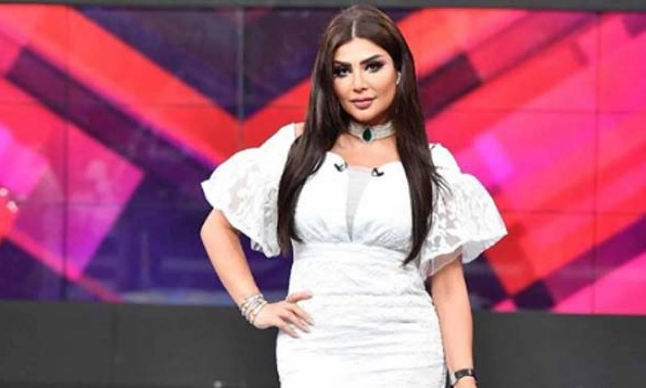 Παρουσιάστρια απολύθηκε στον αέρα για το... σέξι ντύσιμό της και δεν φαντάζεστε τι φορούσε! (vids)