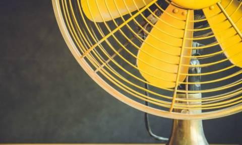 Το πανέξυπνο κόλπο που θα κάνει τον ανεμιστήρα σου να λειτουργεί σαν κλιματιστικό!