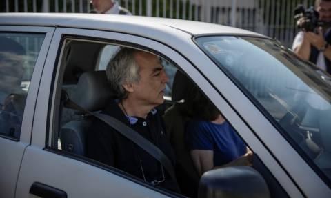 Βγήκε με νέα άδεια από τη φυλακή ο Δημήτρης Κουφοντίνας (pics)
