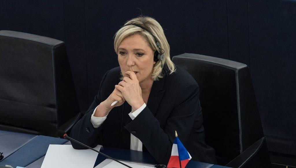 Δικαστική απόφαση: Η Λεπέν πρέπει να επιστρέψει 300.000 ευρώ στο Ευρωκοινοβούλιο
