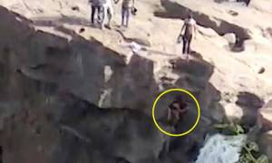 Προσπάθησε να βγάλει selfie σε καταρράκτη και βρήκε φρικτό θάνατο