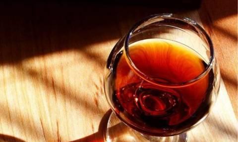 Νέα έρευνα επιβεβαιώνει: Πιείτε λίγο, κάνει καλό!