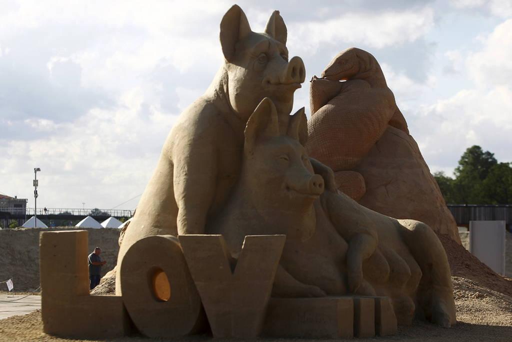 Κι όμως αυτά τα γλυπτά είναι φτιαγμένα από... άμμο! (pics)