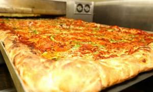Για να παραγγείλεις αυτή την πίτσα πρέπει να περάσουν τουλάχιστον 2 μέρες! (vid)
