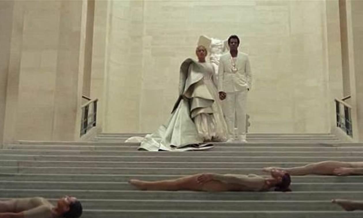 Beyonce και Jay-Z τραγουδούν και χορεύουν με φόντο την Αφροδίτη της Μήλου και τη Νίκη της Σαμοθράκης