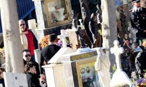 Σοκαριστικό: Είχαν τον γιο τους για νεκρό και εκείνος εμφανίστηκε στην κηδεία του (photo)