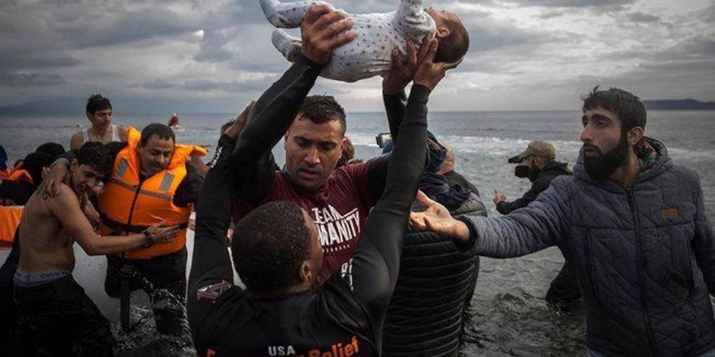 «Ύπουλο» σχέδιο της Μέρκελ: Υπόσχεται μείωση χρέους και «φορτώνει» την Ελλάδα με πρόσφυγες