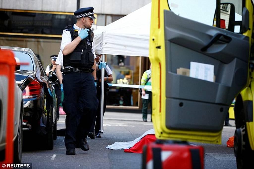 ΕΚΤΑΚΤΟ: Συναγερμός στο Λονδίνο: Δεκάδες περιπολικά και ασθενοφόρα κύκλωσαν το Mayfair
