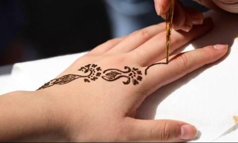 Απίστευτο: Δείτε πώς κατέληξαν δυο παιδιά που έκαναν τατουάζ henna! (pic)