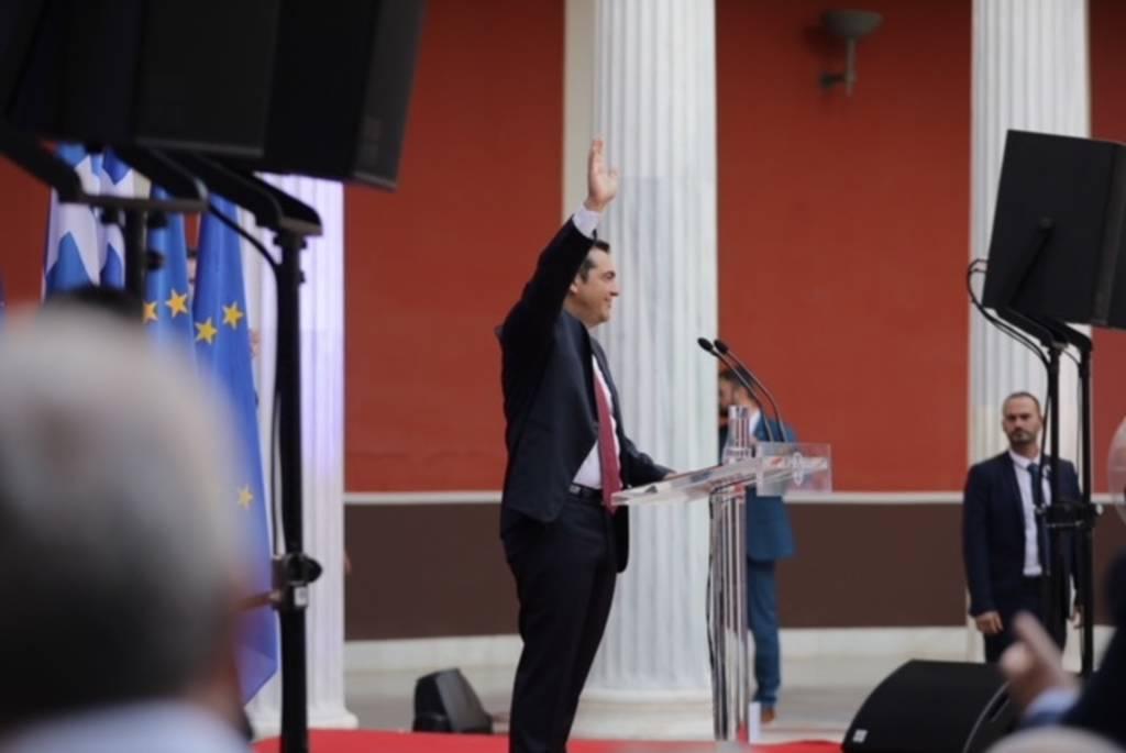 Ο Αλέξης Τσίπρας έβγαλε στο τέλος την γραβάτα και αποκάλυψε πότε θα την ξαναφορέσει (pics)