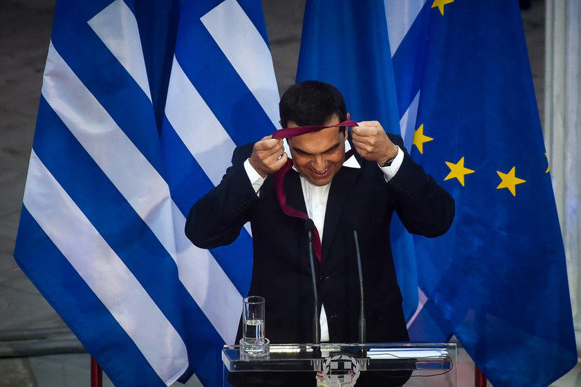 Αλέξης Τσίπρας: Ποιος έδεσε τη γραβάτα του πρωθυπουργού (vid)