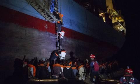 «Θρίλερ» στη Μεσόγειο: Εκατοντάδες μετανάστες εγκλωβισμένοι σε πλοία - Καμία χώρα δεν τους δέχεται