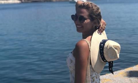 Η Κωνσταντίνα Σπυροπούλου ποζάρει με σέξι μαύρο μπικίνι και χωρίς ίχνος ρετούς!