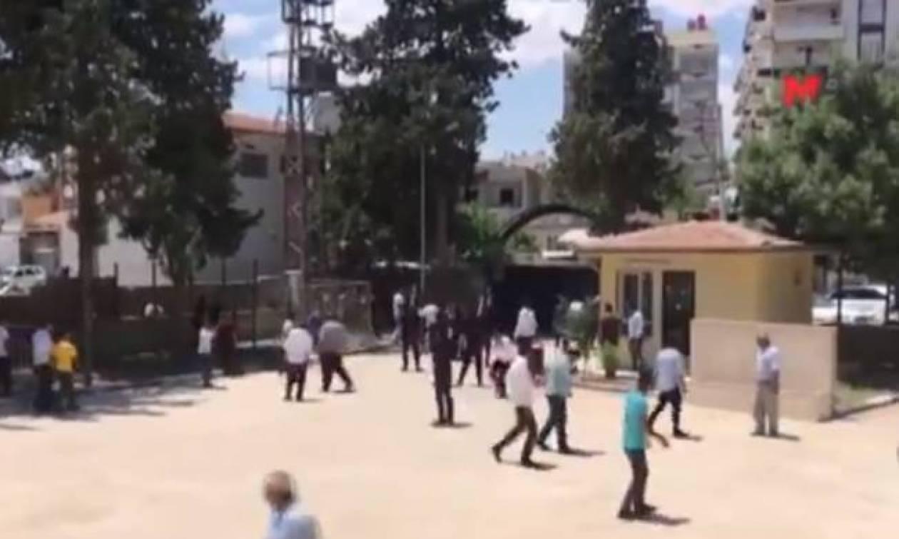 Τουρκία Εκλογές: Η στιγμή που πέφτει νεκρός ο επικεφαλής της Ακσενέρ – Τουλάχιστον δύο νεκροί (vid)