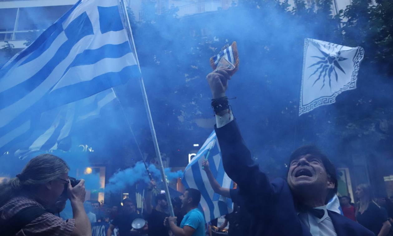 Θεσσαλονίκη: Ένταση και επεισόδια στο συλλαλητήριο για τη Μακεδονία (vid+pics)