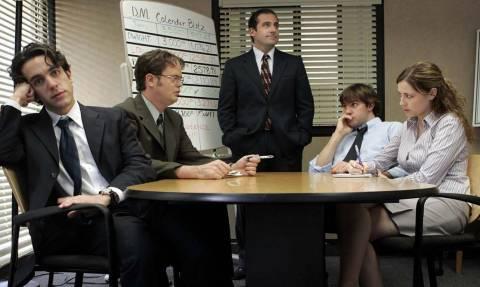 Απίστευτοι: Δείτε τι σκέφτηκαν για να αποφεύγουν τις βαρετές συναντήσεις στη δουλειά!
