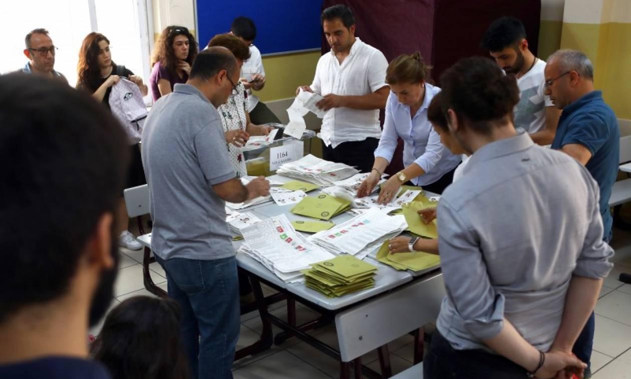 Εκλογές Τουρκία: Νοθεία, παρεμβάσεις αστυνομικών και άνιση προβολή των υποψηφίων καταγγέλλει ο ΟΑΣΕ
