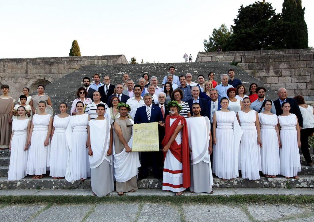 Γιατροί από όλο τον κόσμο στην αναπαράσταση του Όρκου του Ιπποκράτη στην Κω (pics)