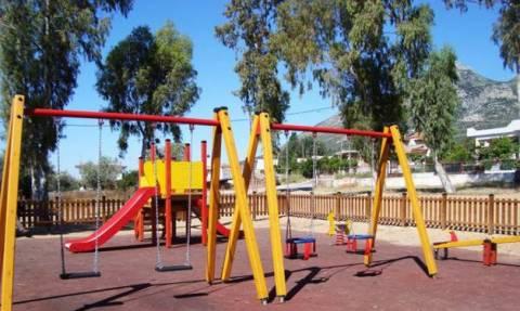 Κρήτη: Παραλίγο τραγωδία με παιδιά που έπαιζαν σε πάρκο - Οι εικόνες που προκάλεσαν τρόμο