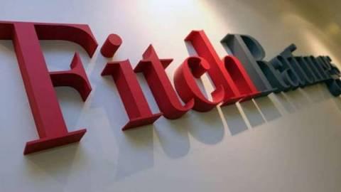 Fitch: Βελτιωμένη η μακροχρόνια βιωσιμότητα του ελληνικού χρέους