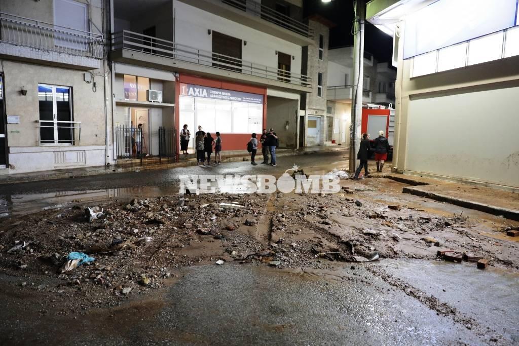 Καιρός: Πλημμύρισαν ξανά οι δρόμοι σε Νέα Πέραμο, Μάνδρα και Μέγαρα (vid)