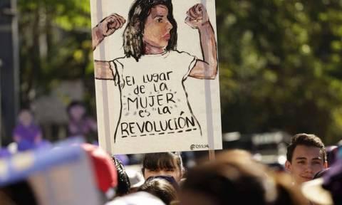 Ελεύθερη μετά από 18 χρόνια γυναίκα που καταδικάστηκε για άμβλωση
