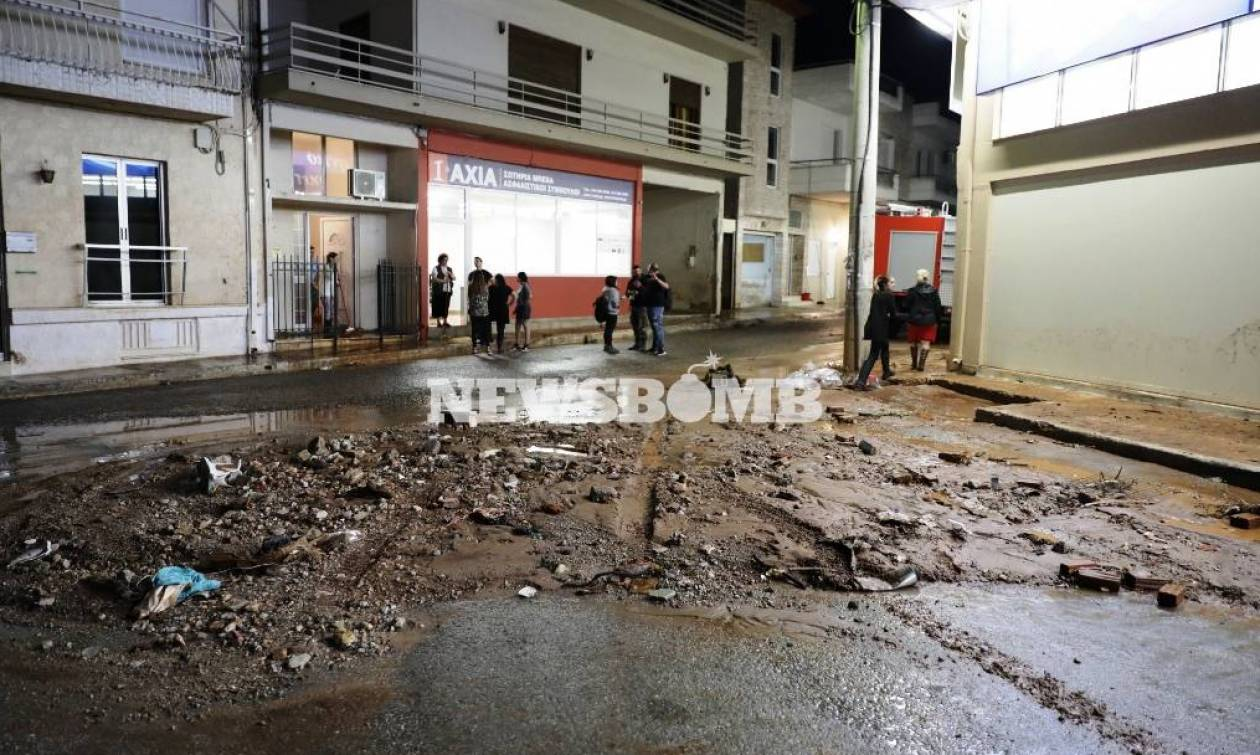 Καιρός: Ο εφιάλτης ζωντάνεψε ξανά στη Μάνδρα-Ποτάμια οι δρόμοι, πλημμύρισαν σπίτια και καταστήματα