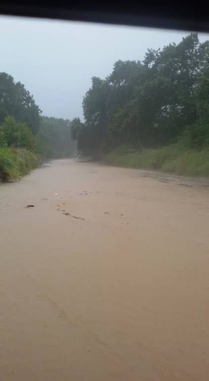 Καιρός: «Βούλιαξαν» σε νερό και λάσπη πολλές περιοχές καθώς η «Νεφέλη» σφυροκοπά τη χώρα (pics&vids)