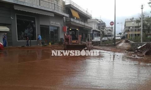 Καιρός ΤΩΡΑ: Βρέχει πάλι καταρρακτωδώς στη Μάνδρα – Αγωνιούν οι κάτοικοι (vid)