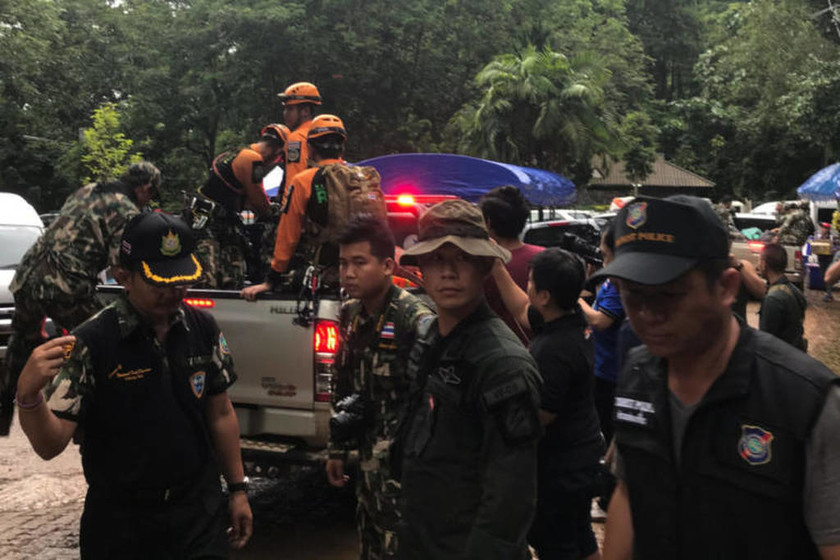 Θρίλερ και αγωνία: Ποδοσφαιρική ομάδα παραμένει εγκλωβισμένη σε σπηλιά για τέταρτη ημέρα (vid+pics)
