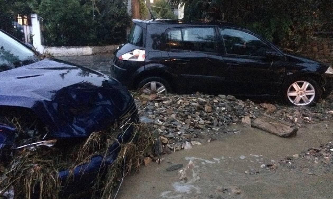 Καιρός - Χαλκιδική: Εικόνες καταστροφής από την επέλαση της «Νεφέλης» (vids)