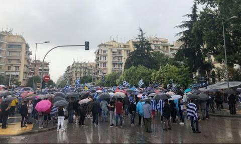 Με βροχή το συλλαλητήριο για τη Μακεδονία στη Θεσσαλονίκη (pics&vid)