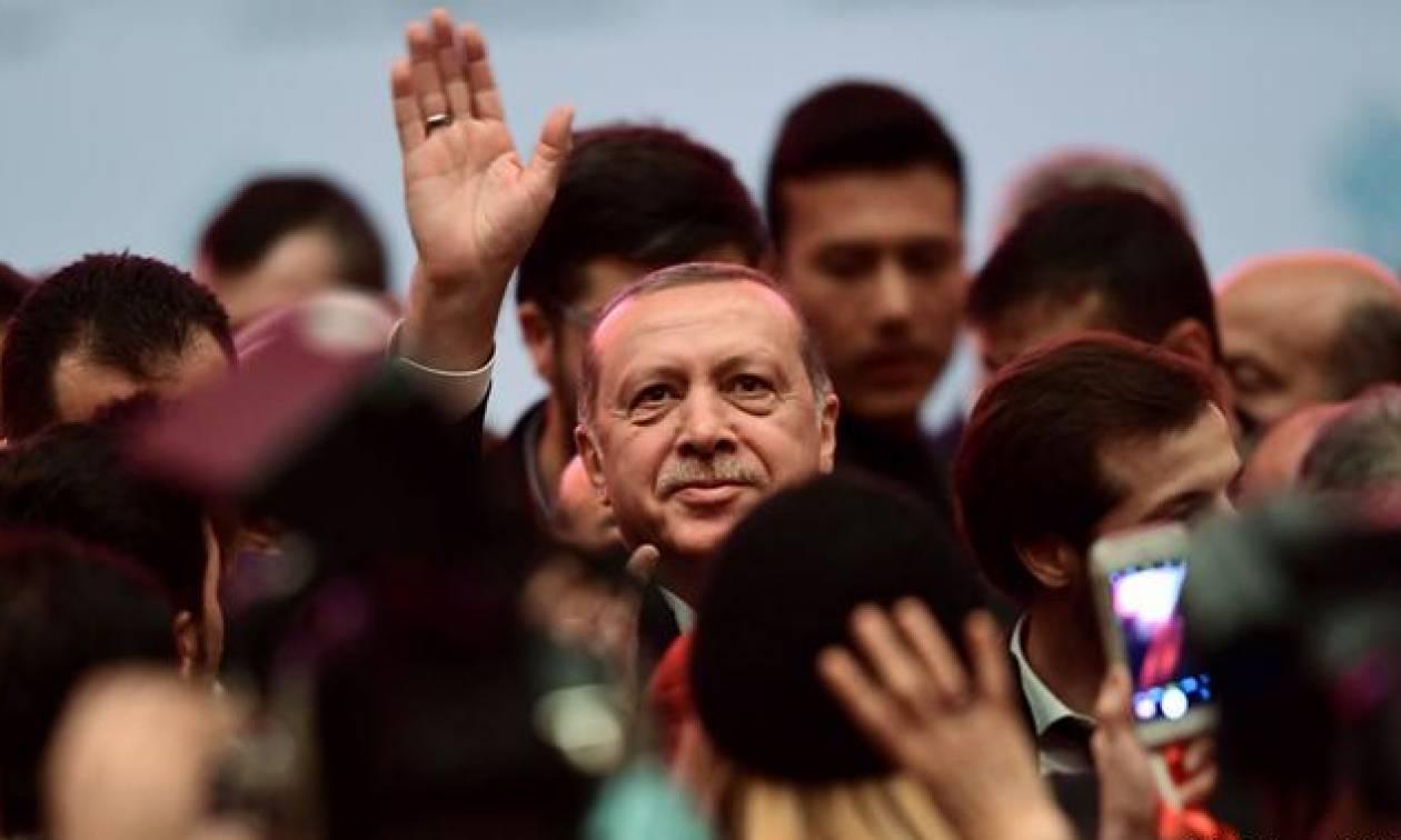 Προσπαθεί να δείξει «ανθρώπινο πρόσωπο» ο Ερντογάν: Αποφυλάκισε δημοσιογράφο καταδικασμένο σε ισόβια