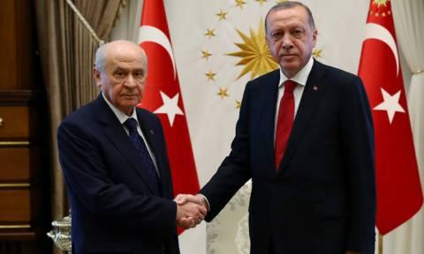 Τουρκία: Άρση της κατάστασης έκτακτης ανάγκης αποφάσισαν Ερντογάν - Μπαχτσελί