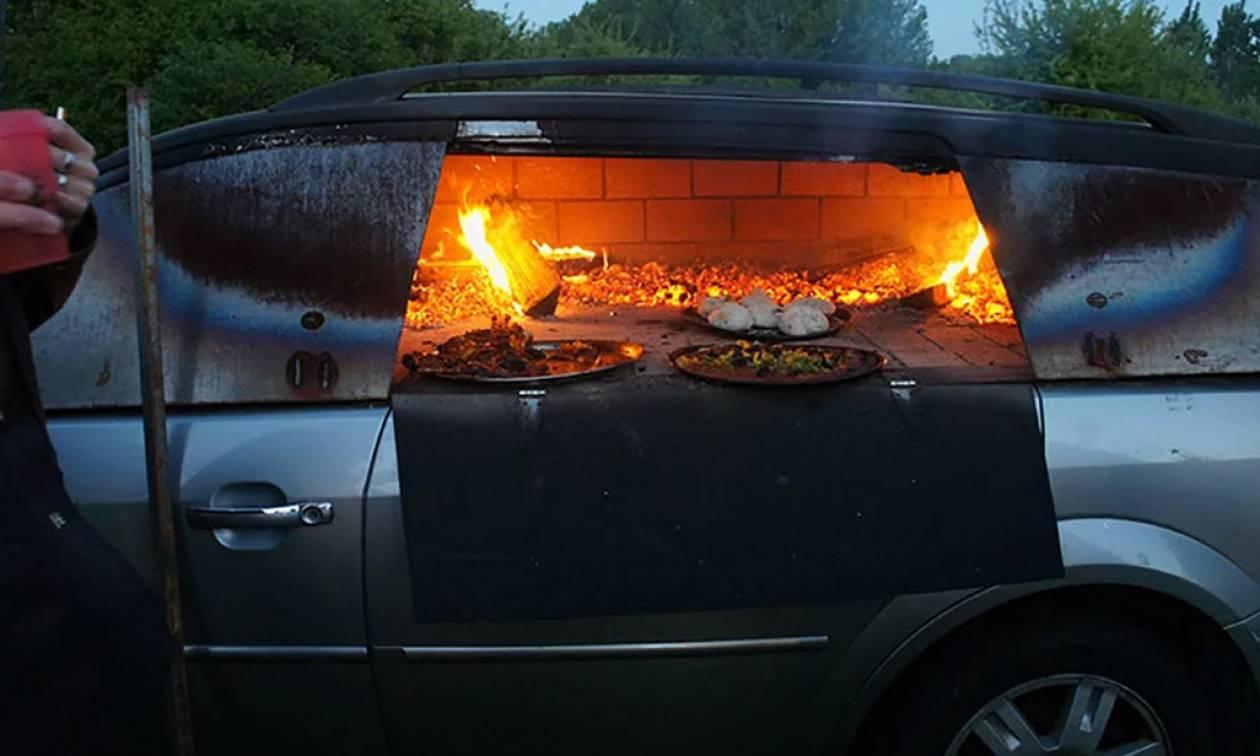 Φανταστικό: Έβγαλε μέσα από το αμάξι του τα πάντα και το μετέτρεψε σε... φούρνο! (vid)
