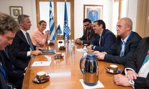 Τσίπρας σε Στόλτενμπεργκ: Το ΝΑΤΟ πρέπει να κάνει περισσότερα για τους δύο Έλληνες στρατιωτικούς