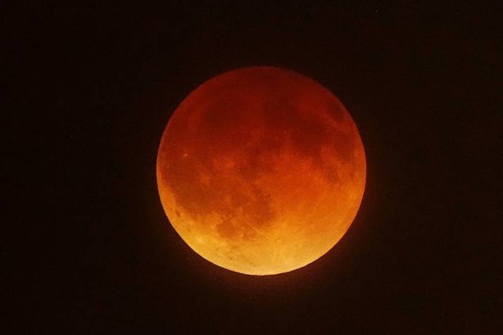 Δεν έχει ξαναγίνει εδώ και έναν αιώνα! Το μεγαλύτερο «ματωμένο φεγγάρι» φέρνει το τέλος του κόσμου;