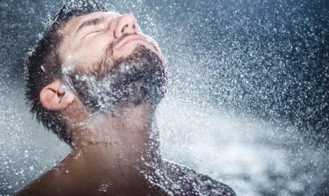 Έρευνα: Όταν κάνεις μπάνιο, γύρνα το στο κρύο!