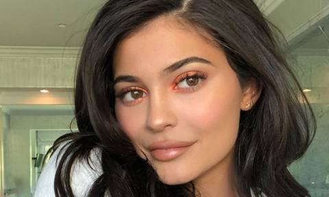 Η Kylie Jenner ποστάρει ξανά φωτογραφίες της κόρης παρά τις φήμες περί απαγωγής της