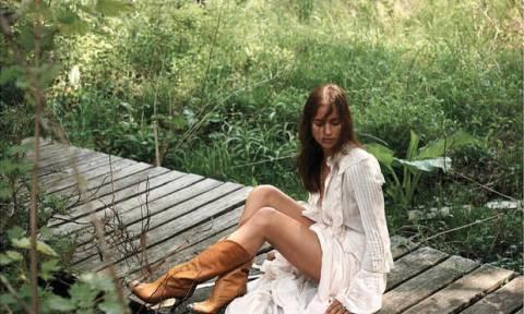 Hot mama! Η Irina Shayk ποζάρει με ολόσωμο μαγιό και το Instagram παραληρεί